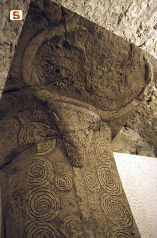 Ipotesi fantastiche della rappresentazione del toro nelle Domus de Janas