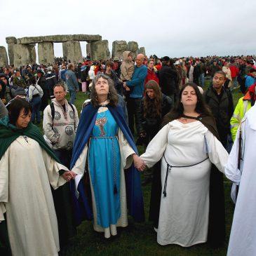 Stonehenge vs. nuraghi